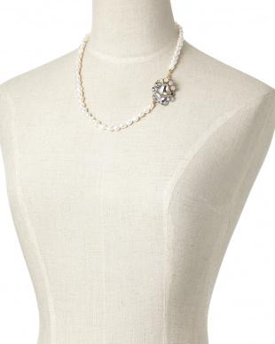 ホワイト ホワイトパールネックレスを見る
