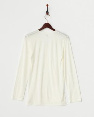 オフホワイト 薄くて暖かい 吸湿発熱 Vネック長袖シャツを見る