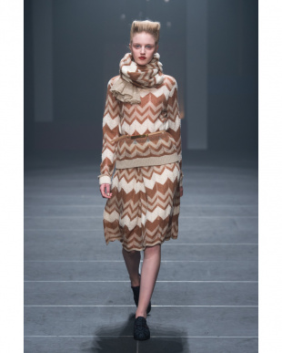 BROWN ZIGZAG KNIT STOLEを見る