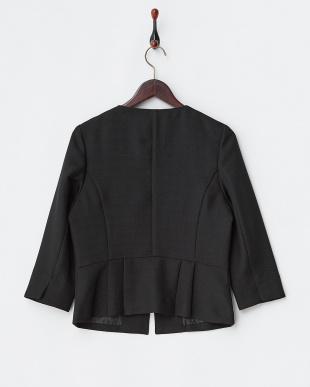 ブラック 格子織り柄ノーカラー7分袖ジャケットを見る