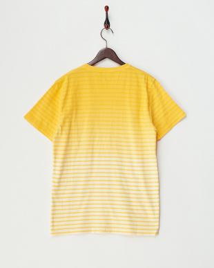 YELLOW ボーダーグラデーションVネックTシャツを見る