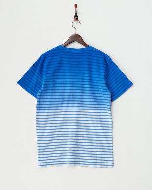 BLUE ボーダーグラデーションVネックTシャツ見る