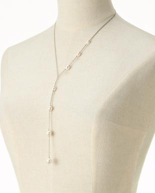 シルバー/ホワイト シルバー&ホワイト 貝パールYスタイルネックレスを見る