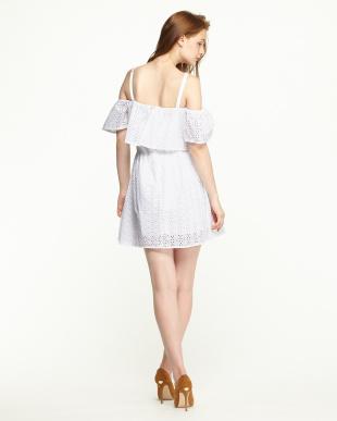 A000 ホワイト カットワークレース ラッフルキャミドレスを見る