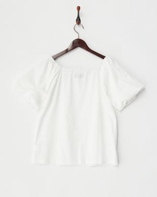 シロ オフショルダーTシャツを見る