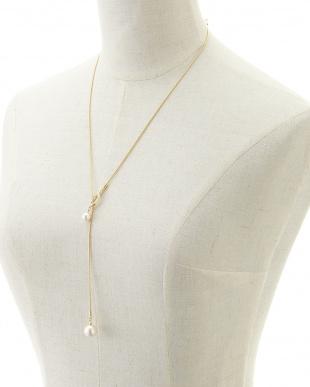 ホワイト/クリスタル/ゴールド パール&クリスタル Yスタイル スネークチェーンネックレスを見る