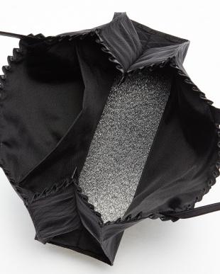 ブラック 小花付きミニトートバッグを見る