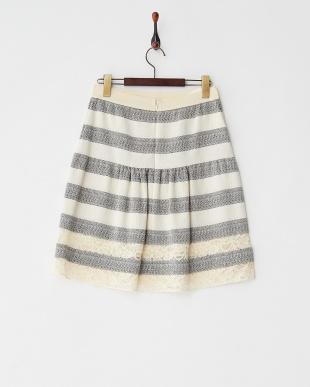 ホワイト×ブラック 裾レースジャガードラインスカートを見る