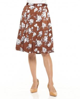 ダークブラウン ピーチサテン花柄フレアスカートを見る