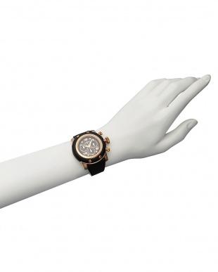 ブラック/ブラック ブラック×ブラック MIAMI サフィアーノレザー腕時計見る