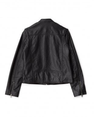 ブラック レザーライダースジャケットを見る