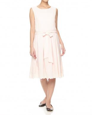 ピンク シフォン 裾 スカラップ刺繍 ワンピースを見る