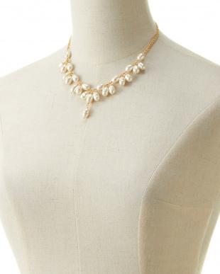 ホワイト/ゴールド バロックパール ビブスタイルネックレスを見る