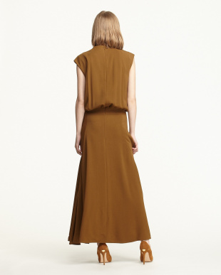BROWN GATHERED DRAPE LONG DRESSを見る