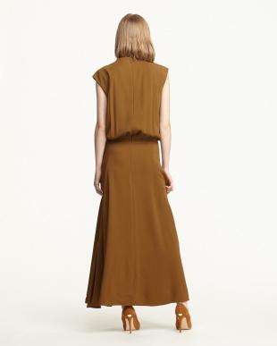 BROWN GATHERED DRAPE LONG DRESSを見る