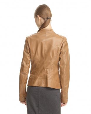 ベージュ ラムレザースタンドジャケットを見る