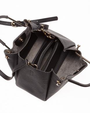 Black メタルハンドルバッグを見る