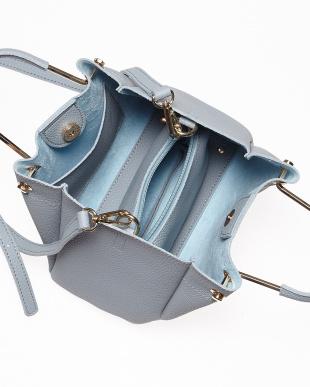 Blue メタルハンドルバッグを見る