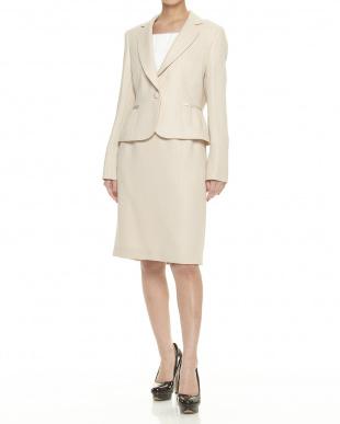 ベージュ タックデザインジャケット+スカート 3点セットを見る