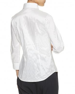 ホワイト シャイニーストライプシャツを見る