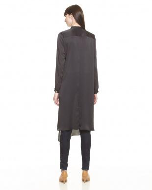 BLACK FRONT FRILL L/SL DRESSを見る
