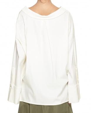WHITE フレアカフス スキッパーシャツを見る