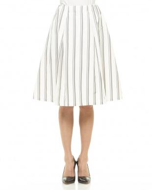 ホワイト ストライプスカートを見る