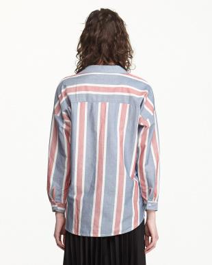 ブルーレッド シャツを見る