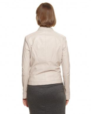 ベージュ イタリアンラムレザー スタンドジャケットを見る
