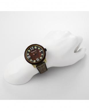 ブラウン チャームナチュラル 腕時計を見る