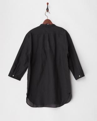 ブラック 綿麻7分袖バンドカラーシャツを見る
