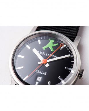 ブラック ARI ラウンド腕時計|UNISEX見る