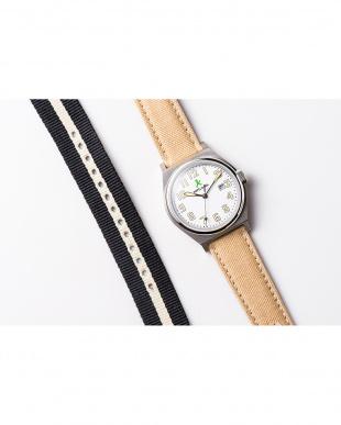 ホワイト ASC キャンバスベルト ラウンド腕時計|UNISEX見る