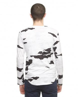 ホワイト タイガーポイント長袖Tシャツを見る