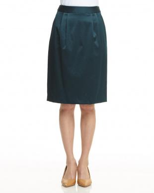 グリーン サテン調タック入りスカートを見る