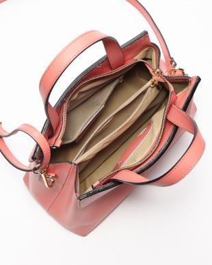 ピンク デザインフラップバッグ見る
