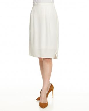 ホワイト バックサテンタイトスカートを見る