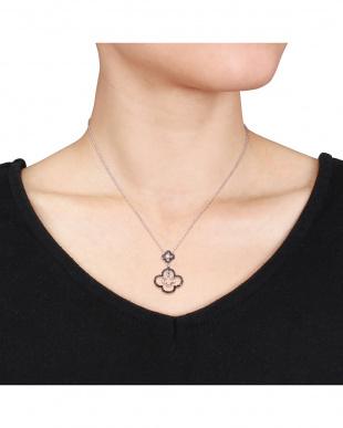 ブラック&ホワイトダイヤモンド(0.2ct) フラワーモチーフネックレスを見る