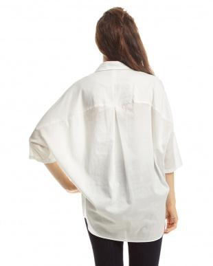 14 ホワイト スキッパービッグシャツを見る