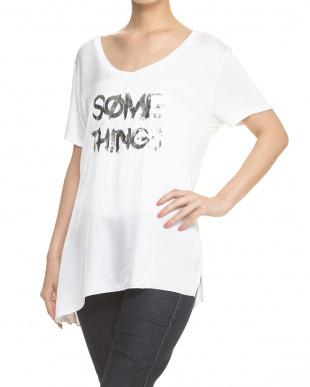 ホワイト シャイニーロゴTシャツを見る