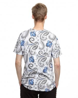ブルー ペイズリーフラワープリントTシャツを見る