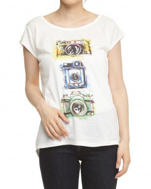 カメラ バックラウンドヘムTシャツを見る