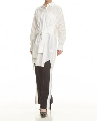 オフホワイト 袖巻きデザインロングシャツを見る