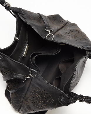 ブラック モチーフカットワークトートバッグを見る