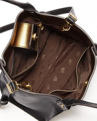 ブラック ブロッサム ショルダー付きバッグを見る