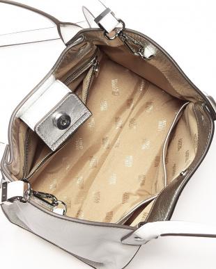 ホワイト ブロッサム ショルダー付きバッグを見る