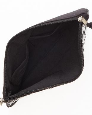 BLACK BLACK/WHITE ジオメ柄ビーズクラッチバッグ見る