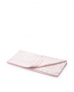 ピンク 配色柄バスタオル見る