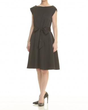 クロメイン ブラック WEDDINGS&PARTIES ネックレス風飾り付きウエストリボンタックドレス見る