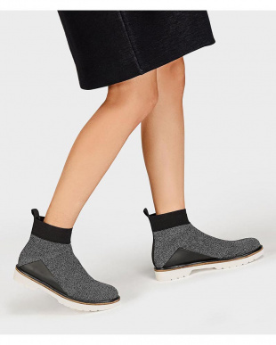 Grey ニットテクスチャードアンクルブーツ / KNITTED TEXTURED ANKLE BOOTSを見る